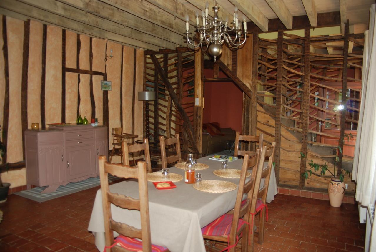 salle a manger gite écologique Thiérache
