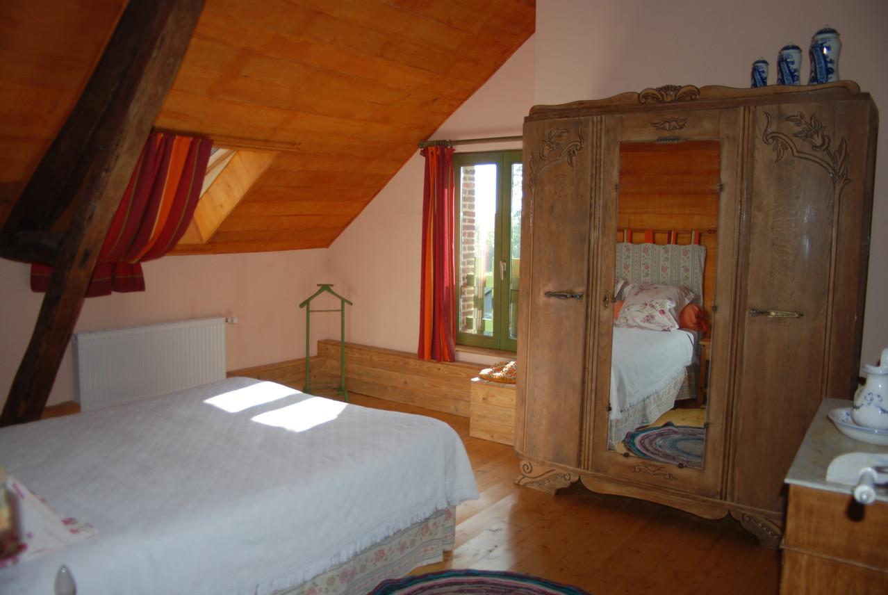 chambre orange gîte écologique Thiérache