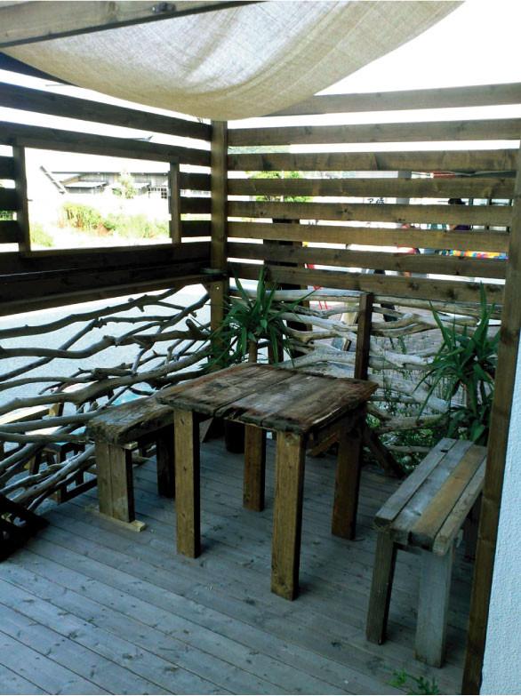 流木テーブルと流木スツール