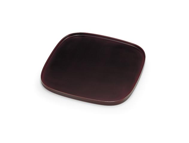 角を柔らかくしたくつわの形です ゆったりと落ち着きのある会席膳です