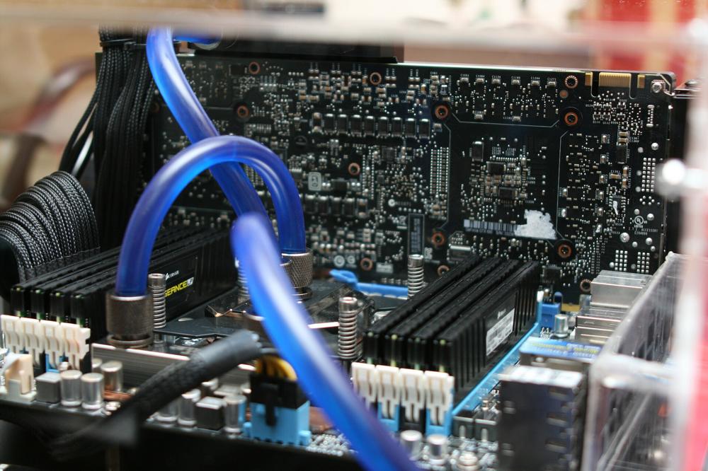 Verdreckte CPU Wasserlühler Leitungen, welche zu wenig Druck haben.