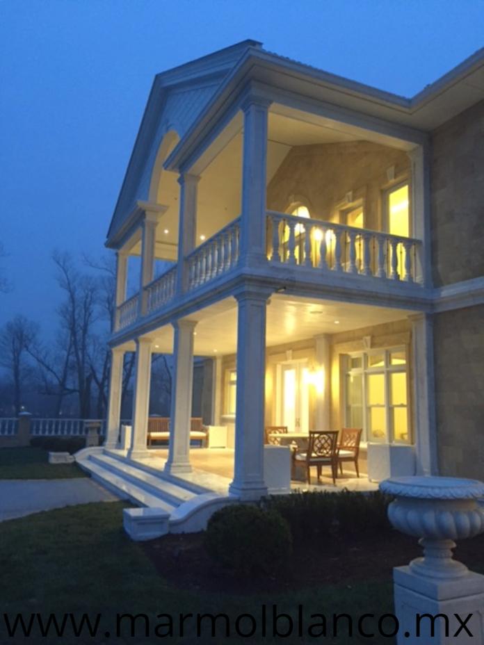 marmol blanco, marmol blanco carrara, columnas de marmol blanco, escaleras de marmol blanco, balastras de marmol blanco, rodapies de marmol blanco, pasamanos de marmol blanco, trabajos en marmol blanco