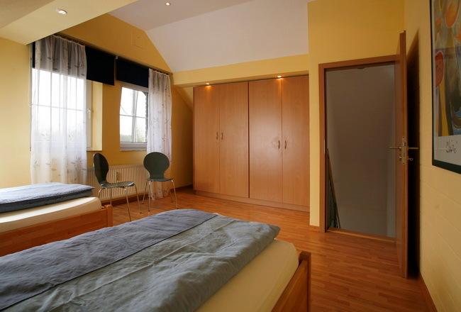OG Schlafzimmer mit zwei Einzelbetten