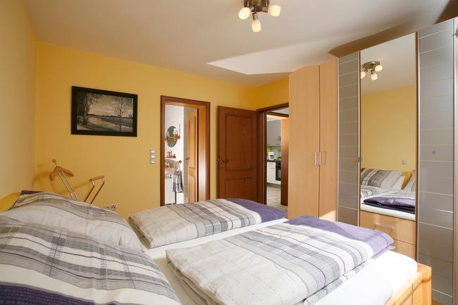EG Schlafzimmer mit Doppelbett