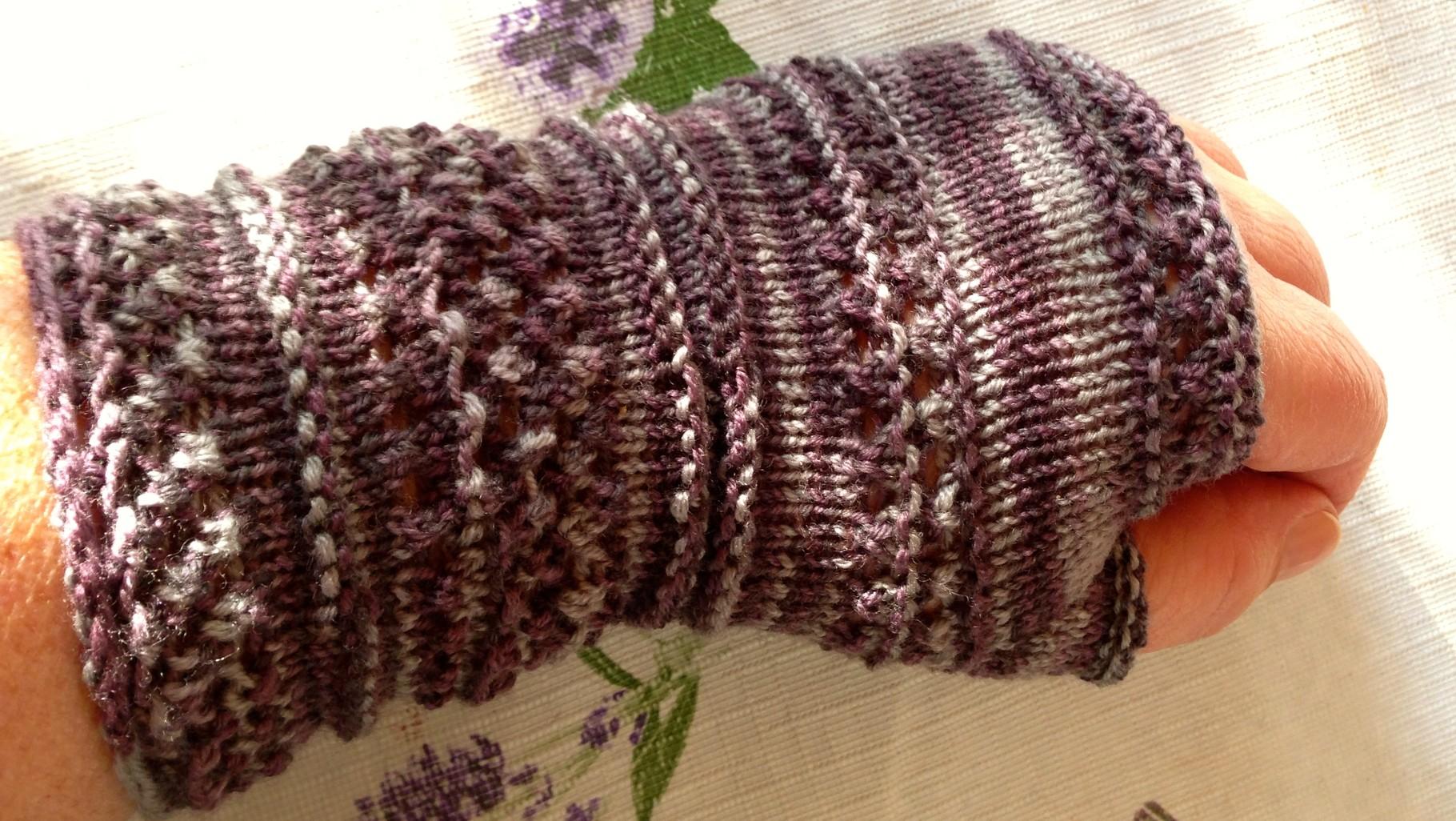 Handstulpen aus weicher handgefärbter Merinowolle