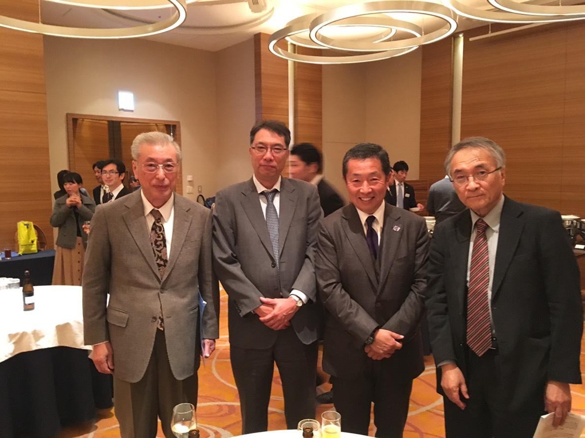 向かって左から、一ノ瀬先生(一ノ瀬病院院長)、飯田先生(広島大脳外科・当研究会運営委員)、私福智、岩崎先生