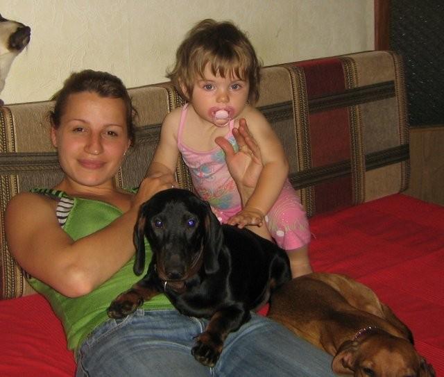 Хозяйка-Света и самая младшая дочка с Рэдькой и потеряшкой-Маруськой