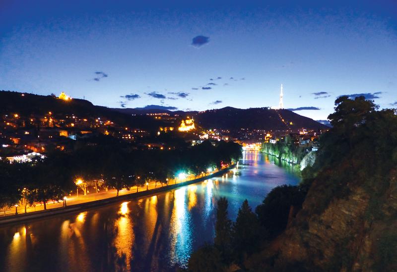 Blick auf Kura und Tiflis