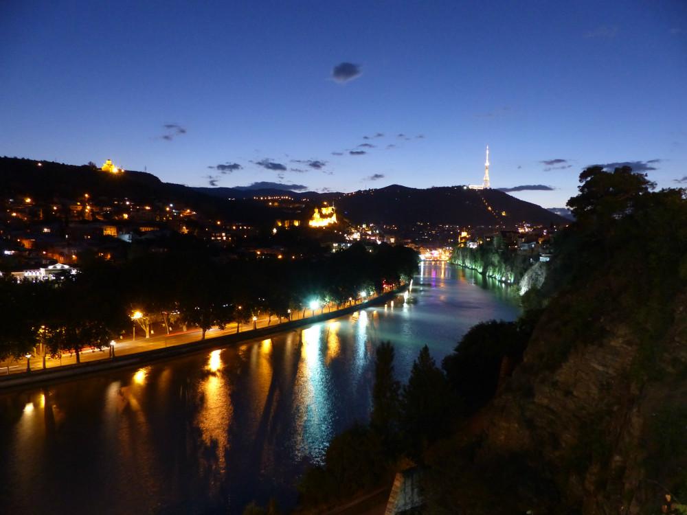 Blick auf die Kura und Tiflis