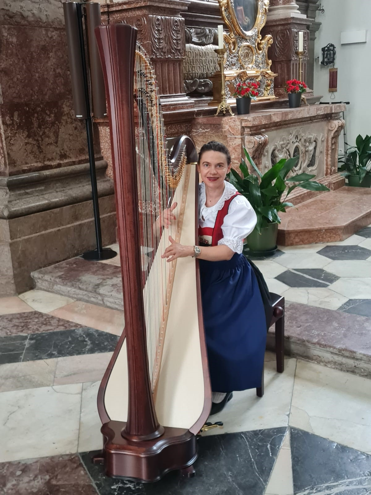 Harfenspielerin Margit