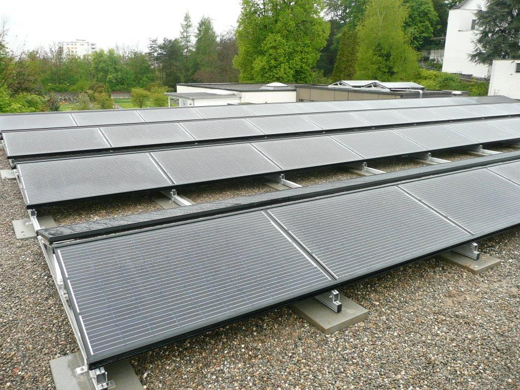 Grünstromproduktion in grüner Umgebung
