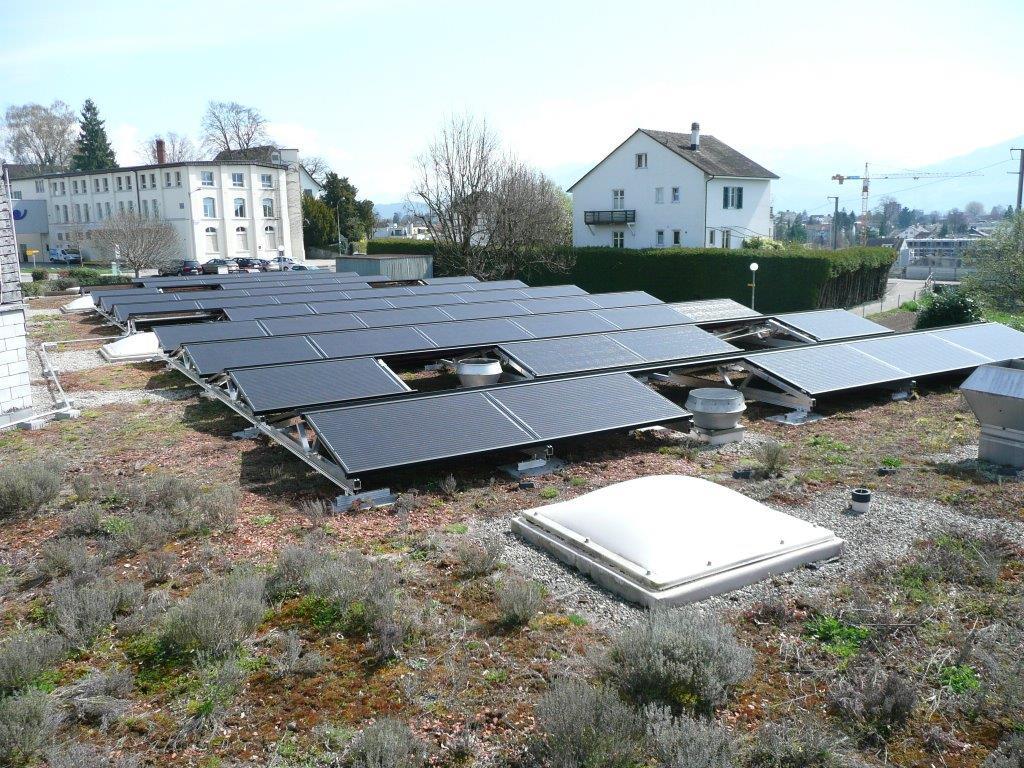 Lichtkuppeln, Lüftungen und Dachwasserabläufe bleiben zugänglich