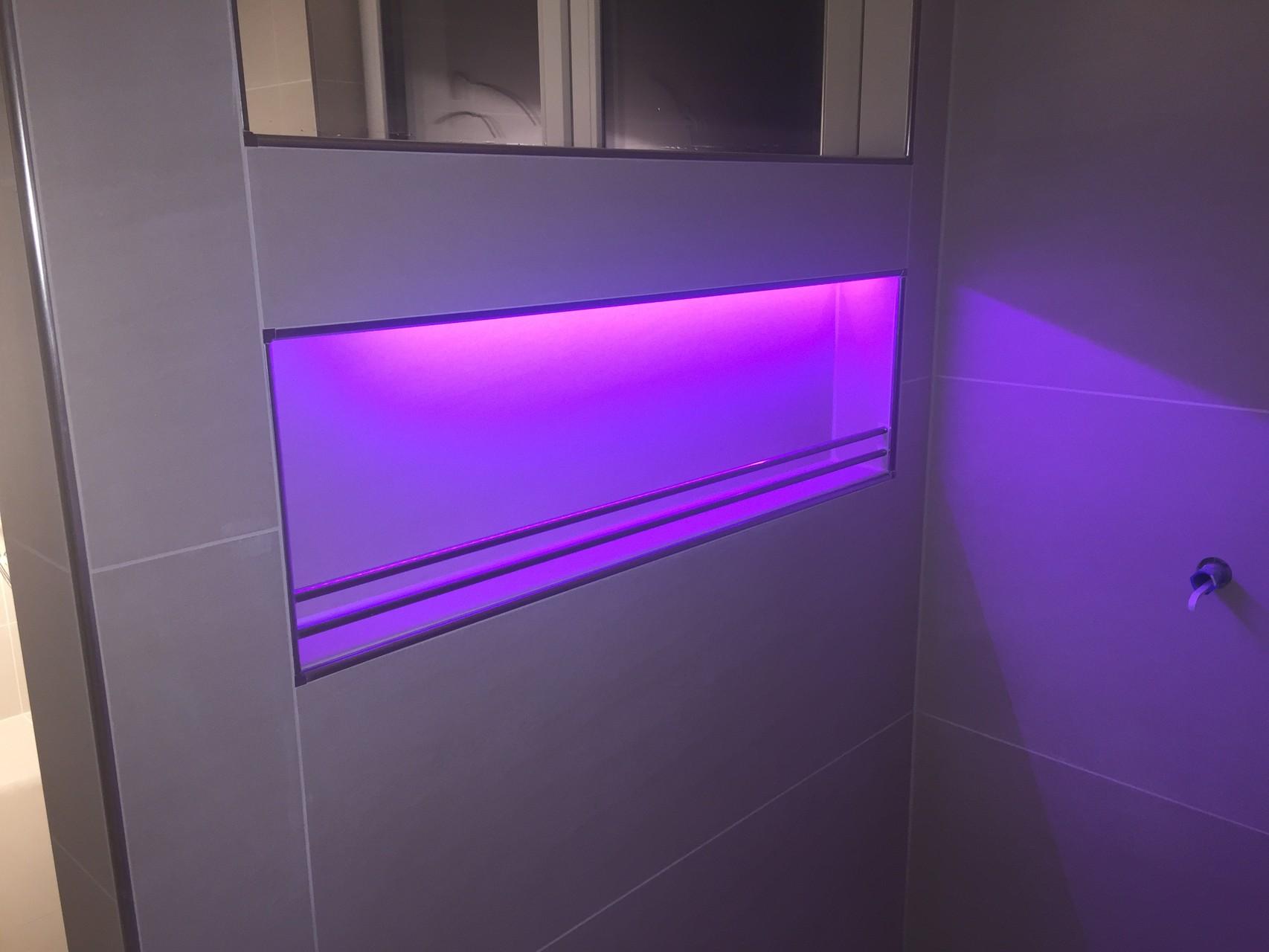 led lichtleiste dusche led leiste f r dusche bad fliesen led dusche komplettset lichtleiste f. Black Bedroom Furniture Sets. Home Design Ideas