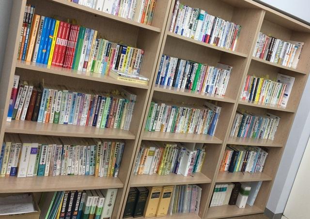 この他にも本棚あるんです