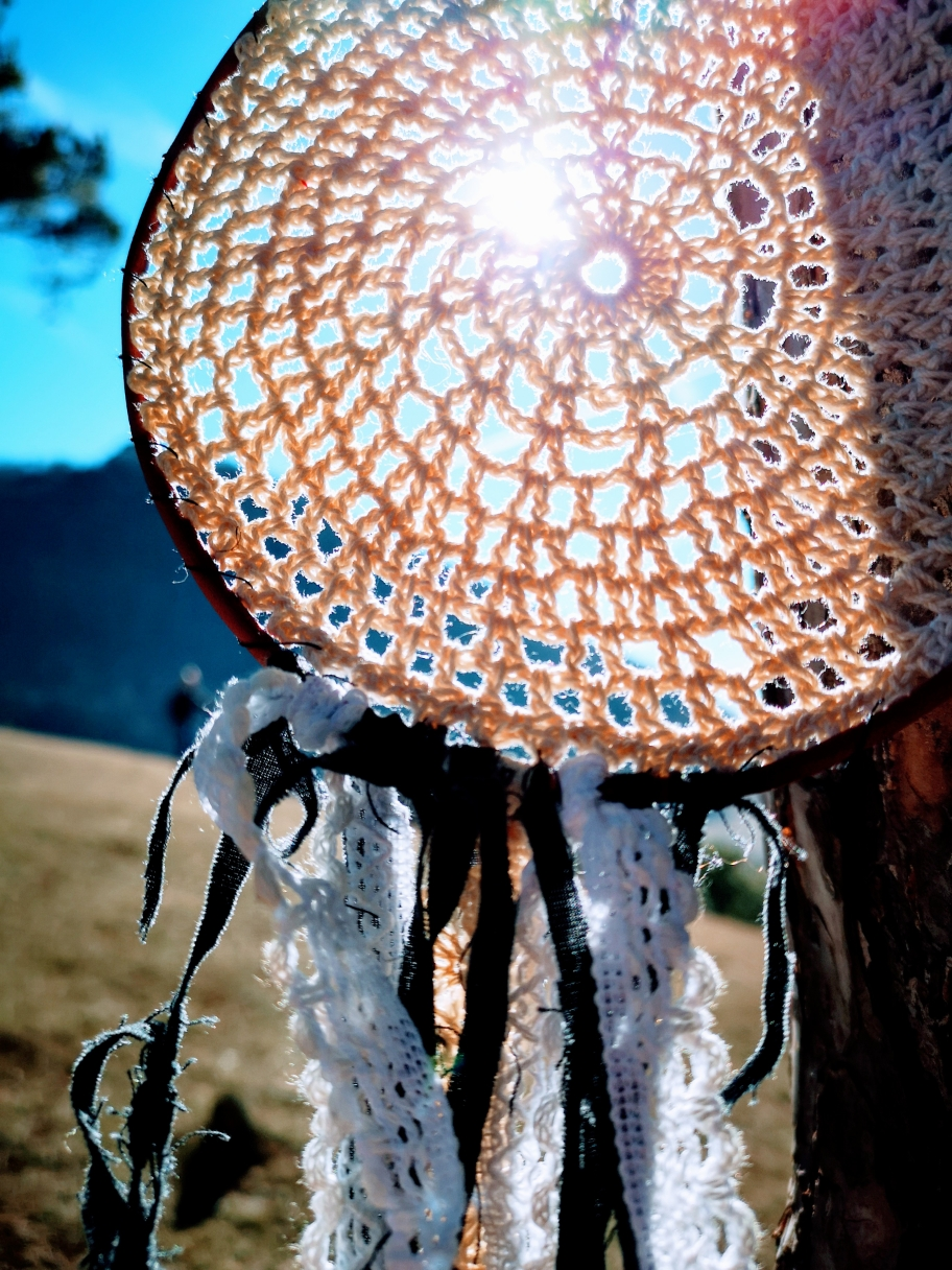 Hängematte, Hammock, Backpackerin, unterwegs, Reisen und Leben mit Hängematten, Entspannen in der Hängematte, Hängematte im Frühling, Wald, Fest, Sonne, Hippie, Lifestyle, Fell, Boho,