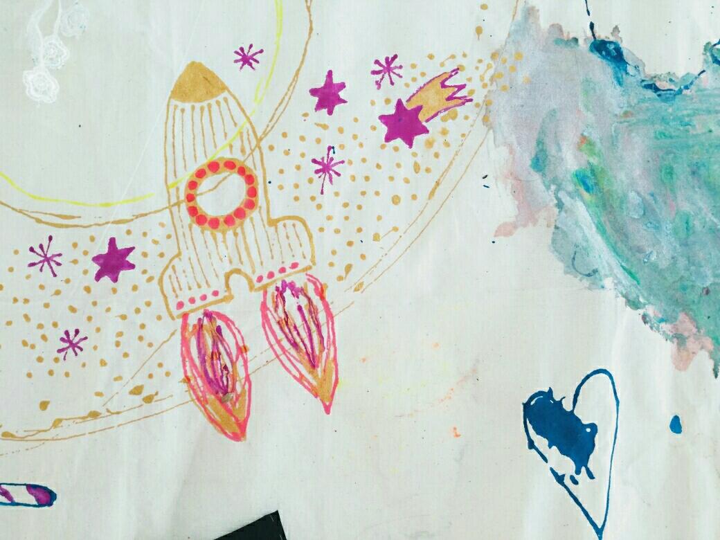 D.I.Y. Kunst Geschichten fürs Kinderzimmer, Stoffmalerei, Wandbehang, Wandbild, Gästebuch,Bilderbuch aus Stoff, mit Kindern malen, Rakete