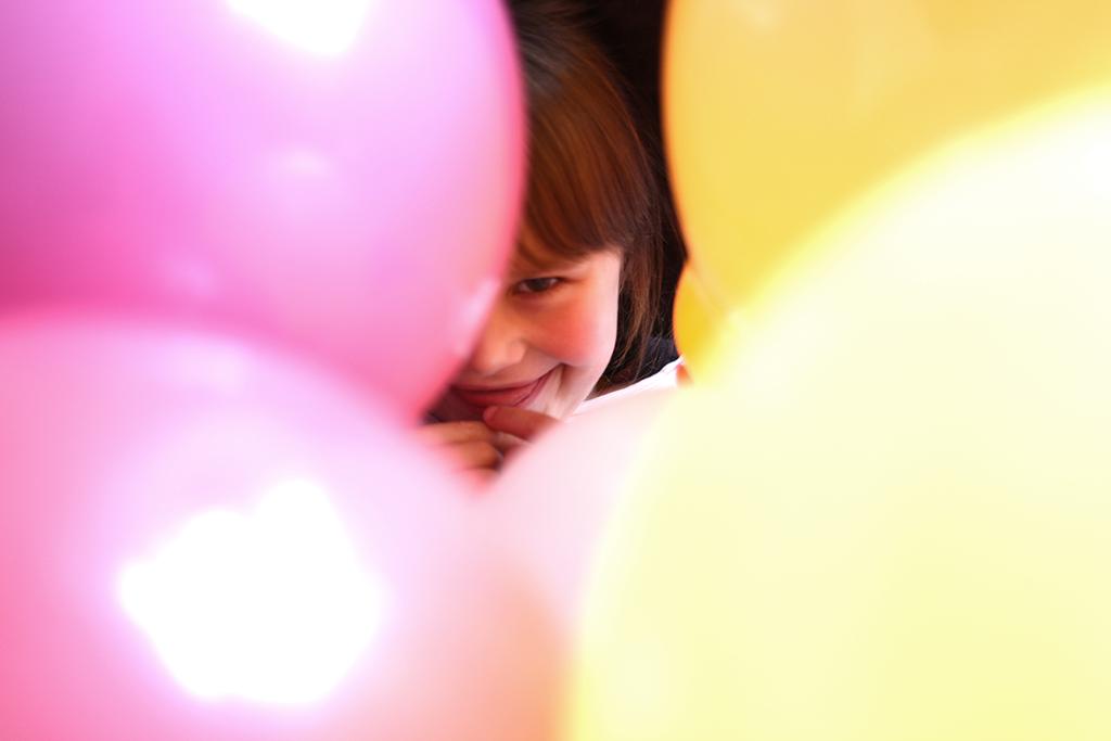 Geburtstag, Kindergeburtstag, Thema Konfetti, Winkel und Ballons, Geburtstagstisch, Deko, Ballons