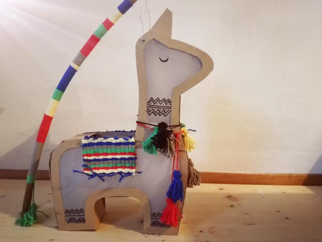 D.I.Y.  Lama Laterne mit bunten Quasten, bunter Teppich, gewebt und bunter Stock mit Baumwollgarn umwickelt
