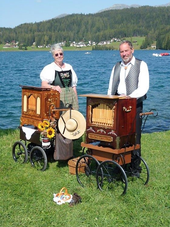 Esther Studer und Urs Recher am Davoser-See