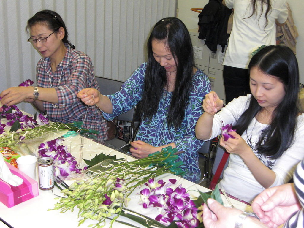 FRESH LEI MAKING