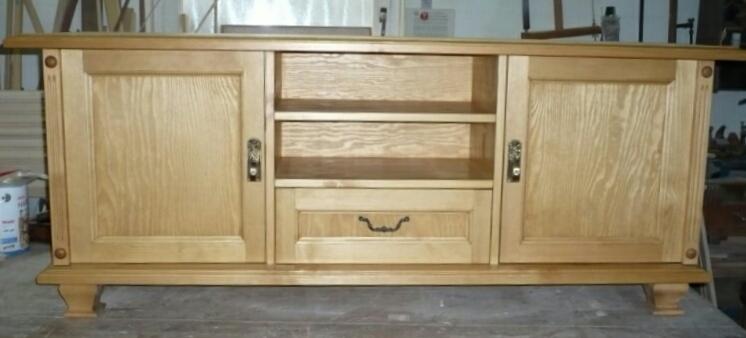 Fernsehunterschrank passend zu vorhandenen alten Möbeln