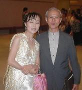 「いろは歌」の山本先生と(右)
