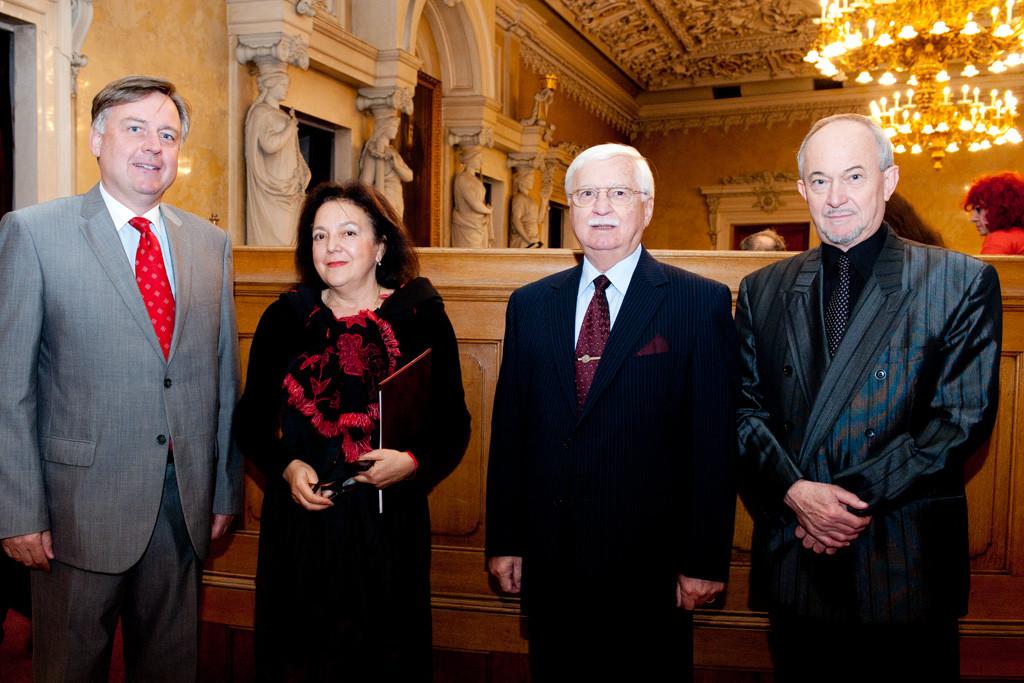 Generalkonsul  Dr. Wolfgang Breitenthaler, Vereinspräsidentin Mag. Irina Koljonen, Generalmajor i.TR. Helmut A. J. Eberl,