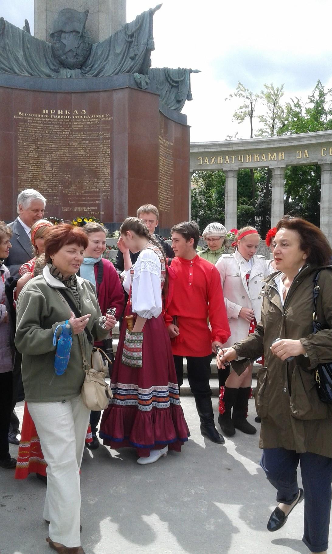 9 9 мая 2014, возложение венков у памятника советского солдата в Вене