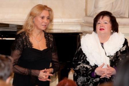 Elena Oparkova die Direktorin des Galina Vichnevskaja-Opern Zentrums, Dr. Nelli Holler