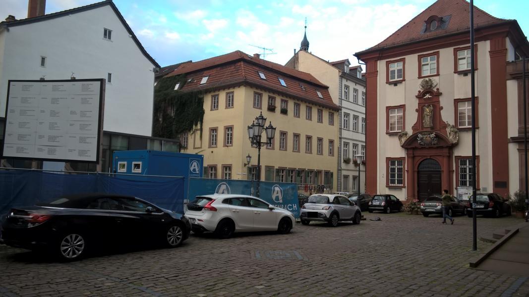 Parken gegenüber der Jesuitenkirche