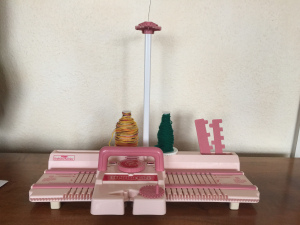 "TOMY Knitting Machine ""Hobby Girl"""