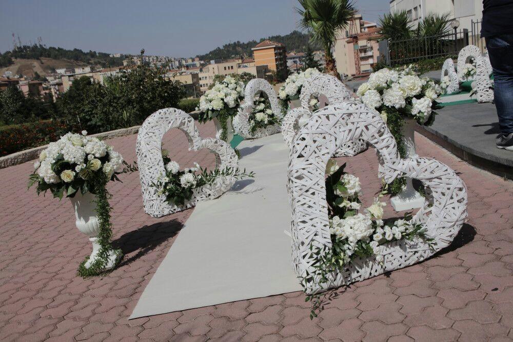 décoration-florale-mariage-avec-coeurs