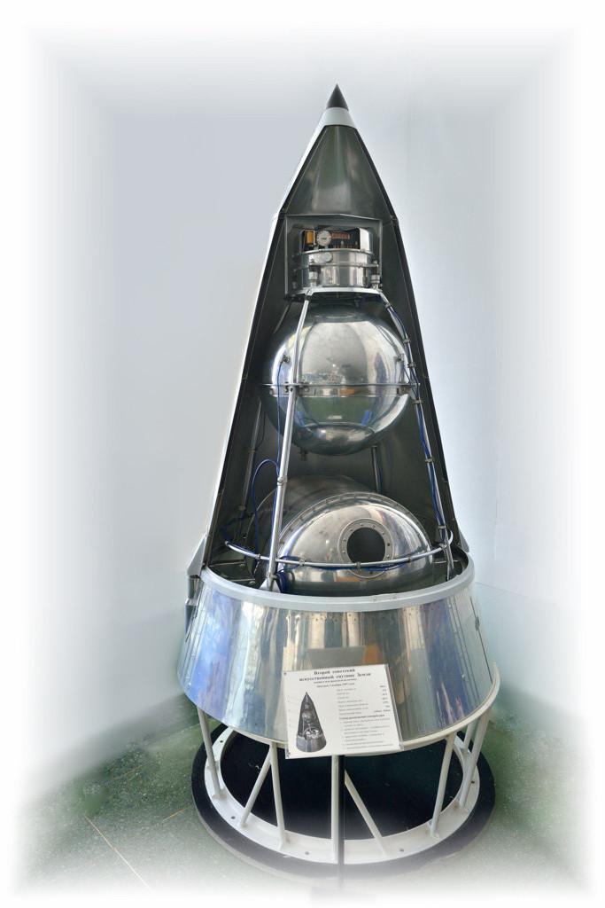 Второй советский ИСЗ. Пуск - 3 ноября 1957 г. в 7 час 22 мин по московскому времени. На борту - собака Лайка.