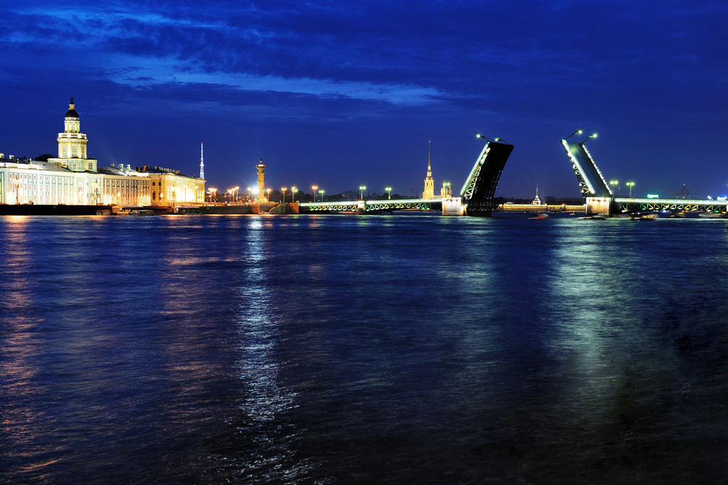 Нева. Васильевский остров. Дворцовый мост.