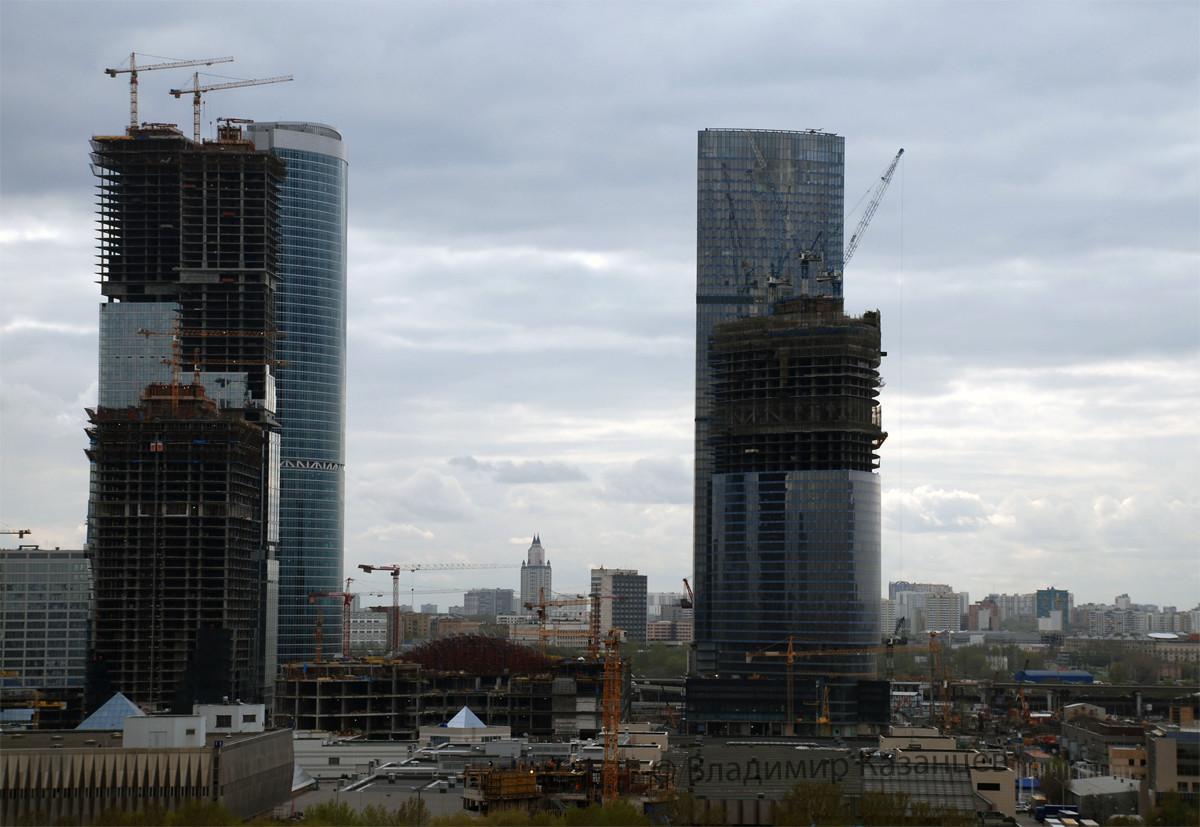 Москва - сити строится.