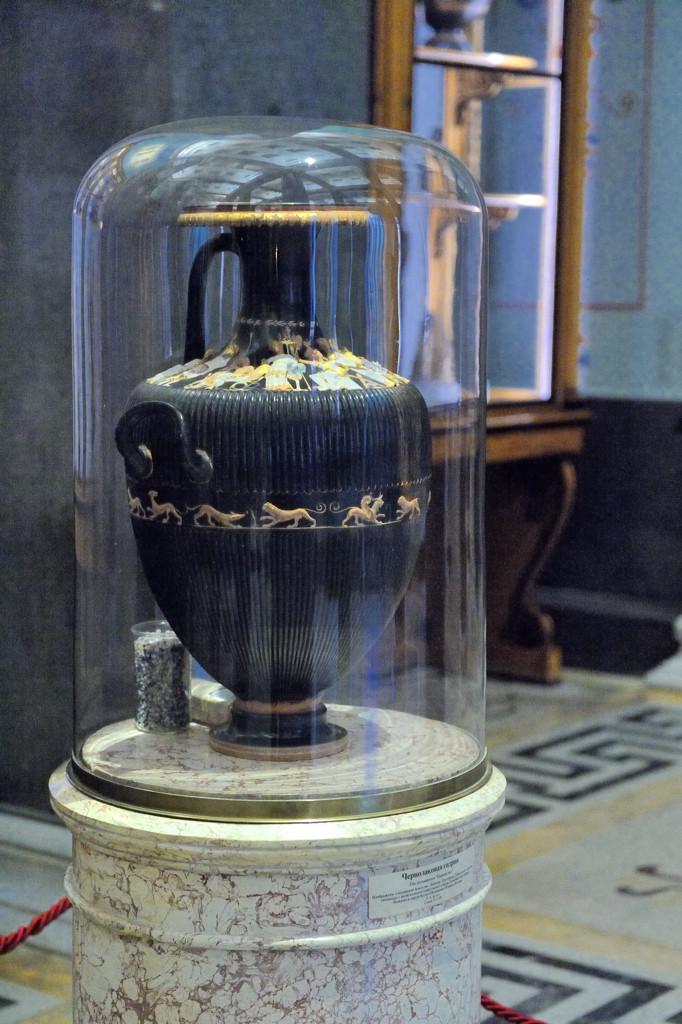 Чернолаковая гидрия. IV в до н.э.