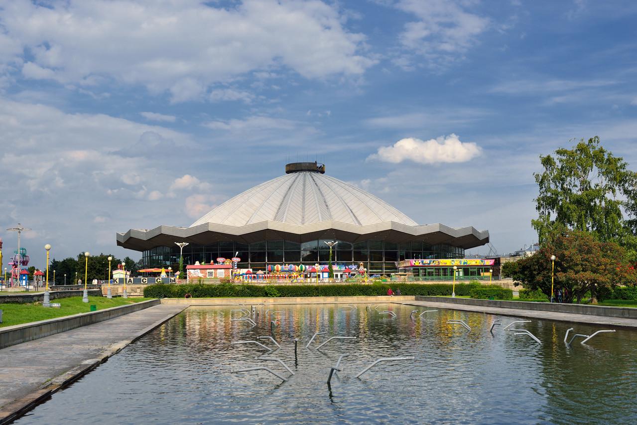 Здание цирка на проспекте Вернардского