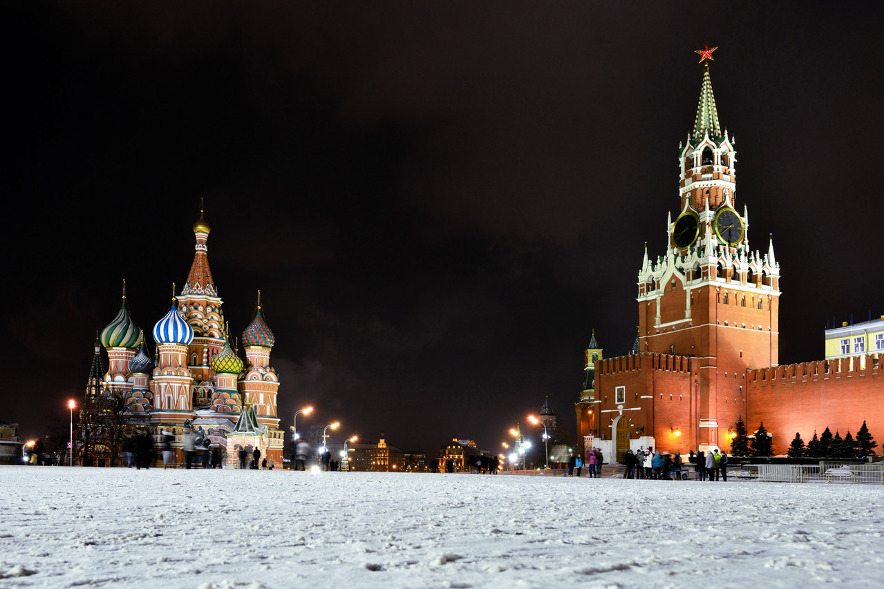 Красная площадь. Собор Василия Блаженного. Спасская башня кремля.