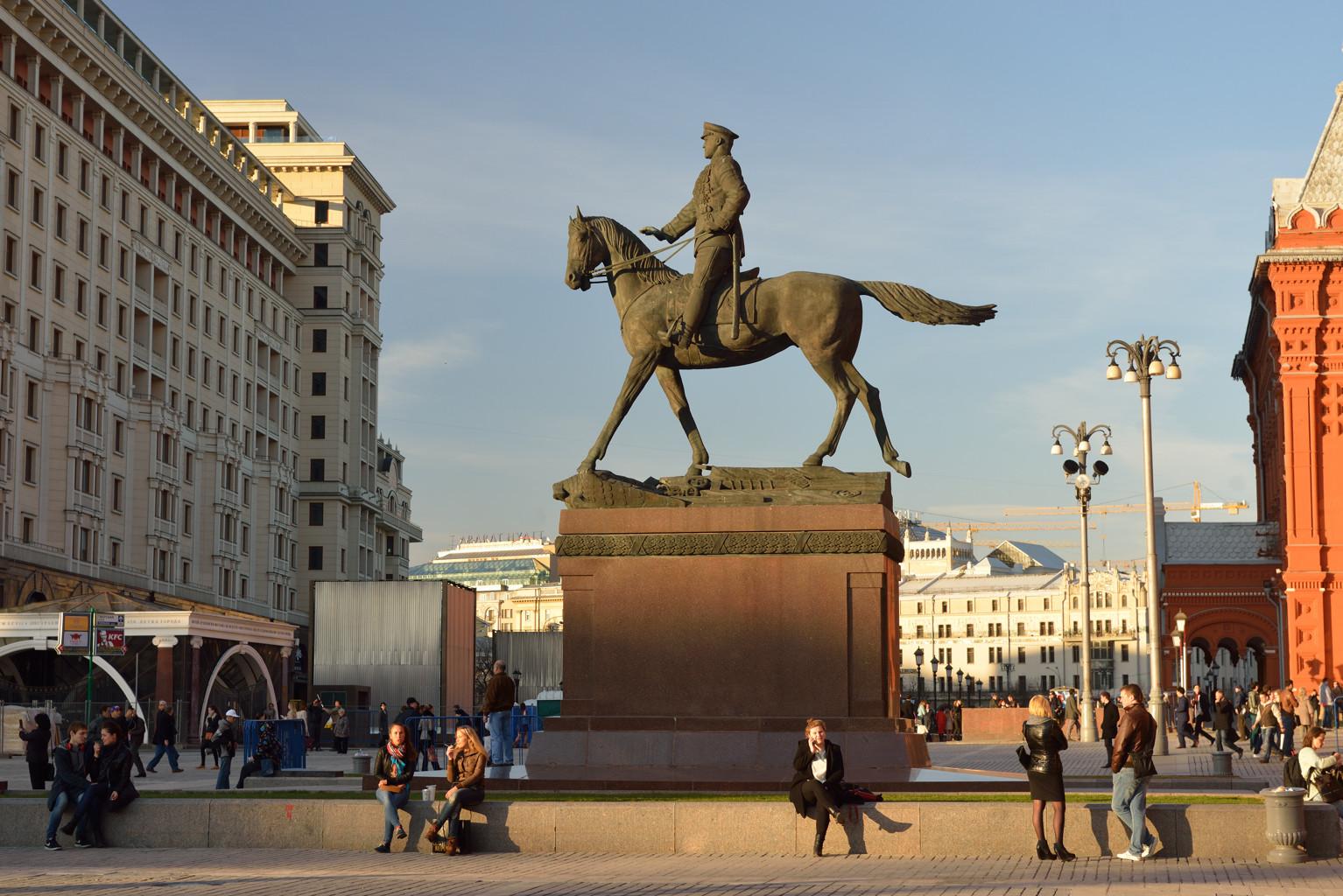 Памятник Г. К. Жукову.