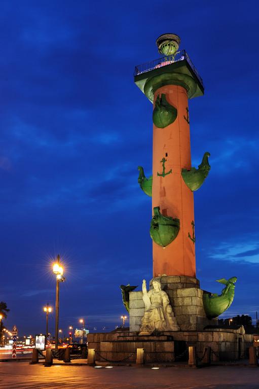 Ростральная колонна на стрелке Васильевского острова.