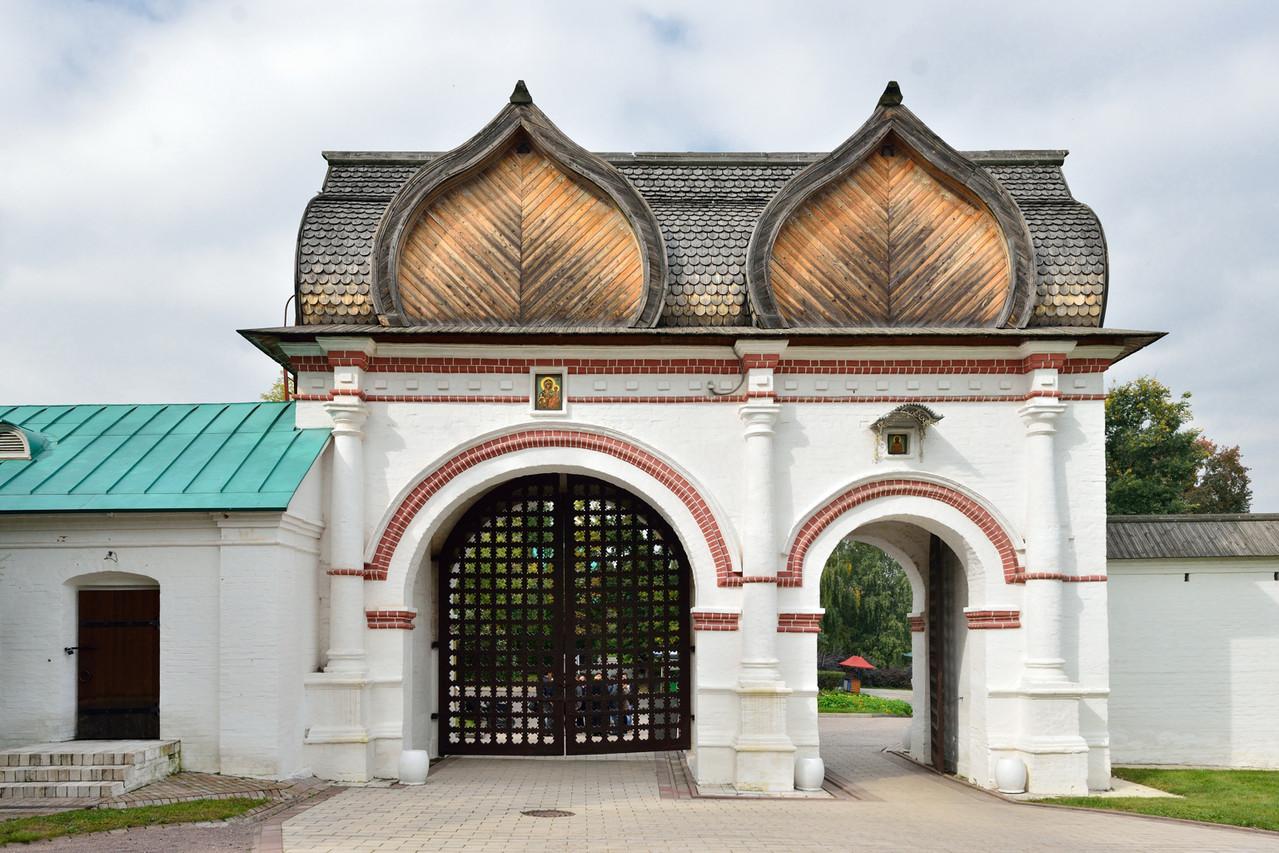 Коломенское. Спасские ворота. Возведены чуть позднее 1670 года.