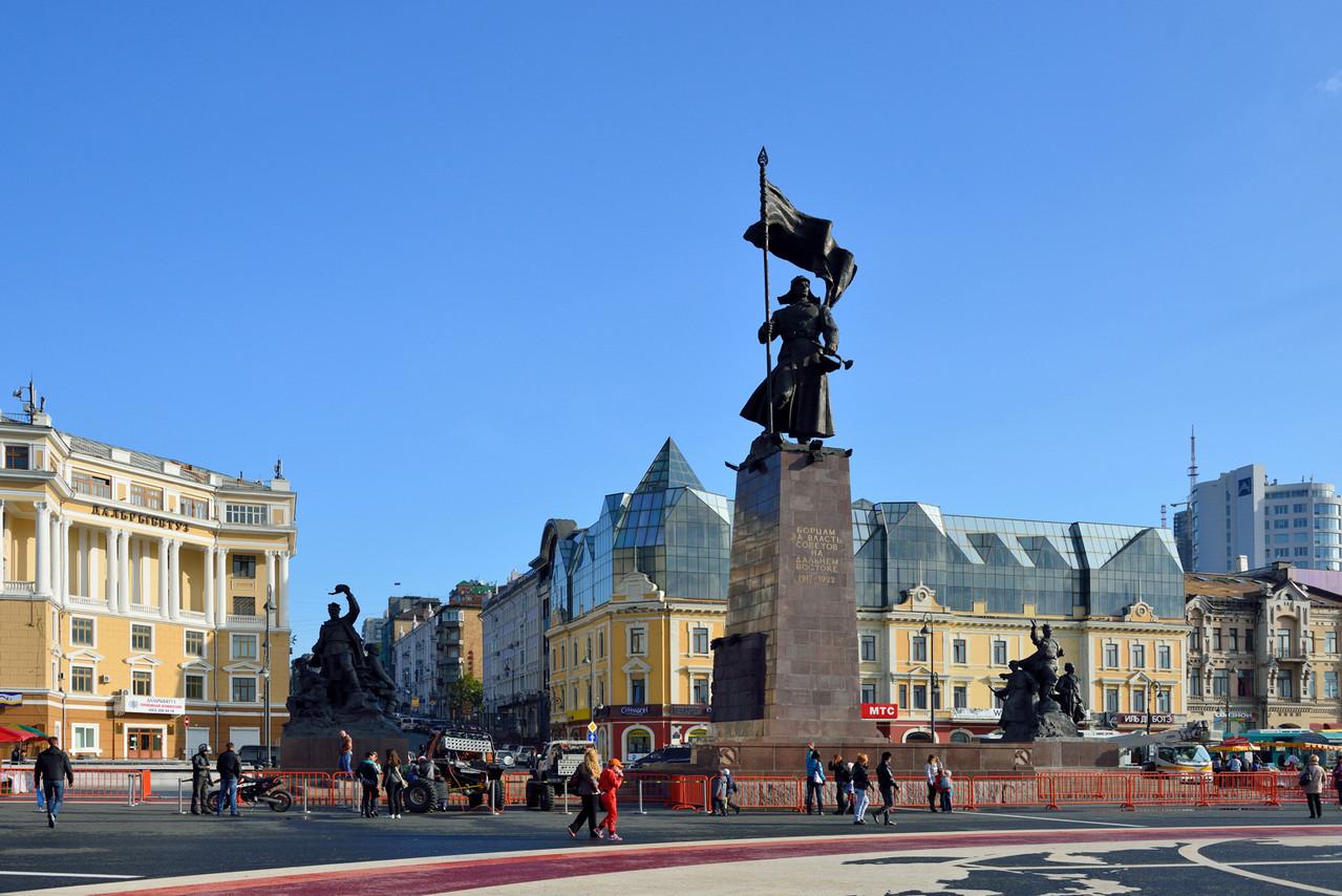 Памятник борцам за власть Советов.