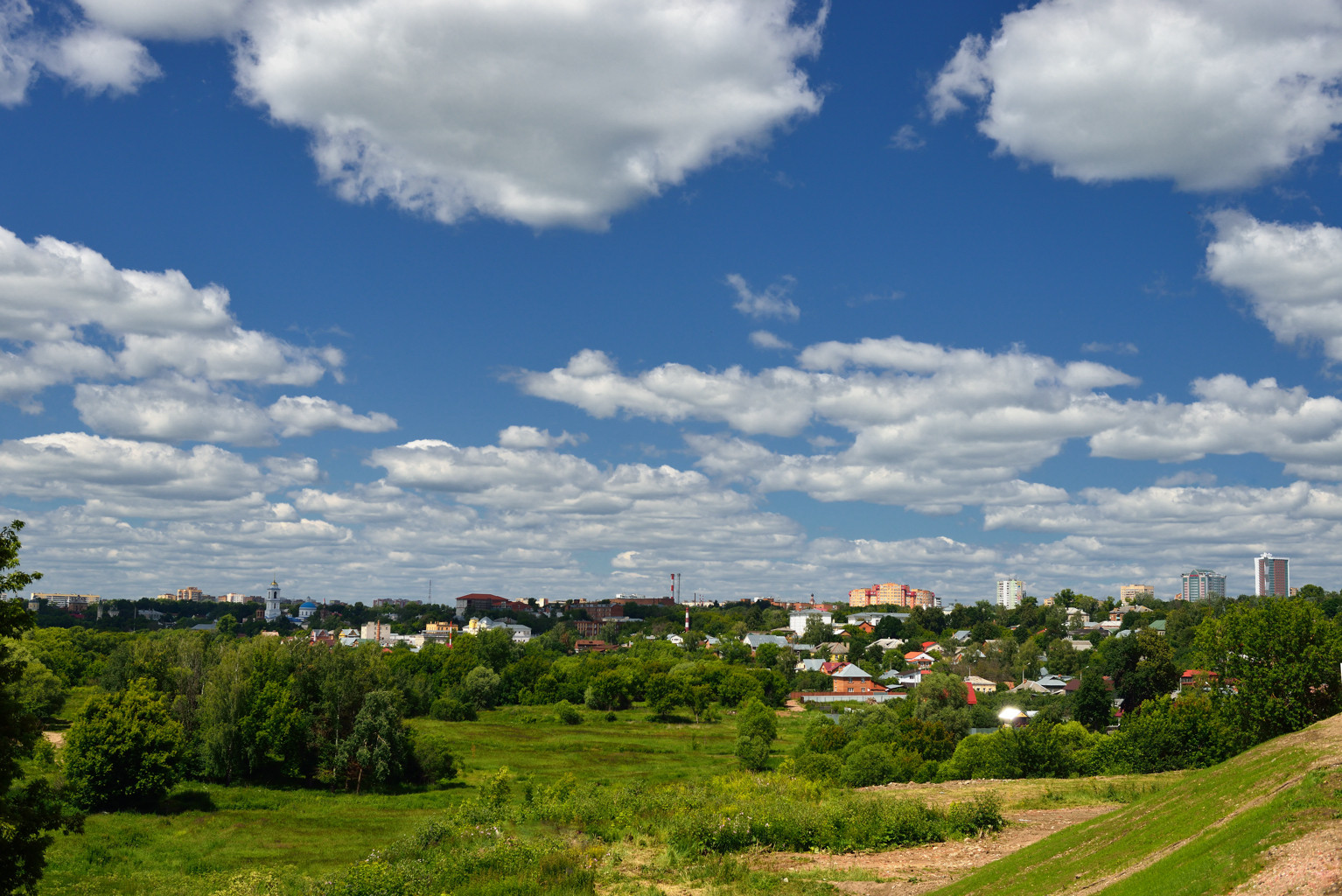 Вид на Серпухов от Высоцкого мужского монастыря