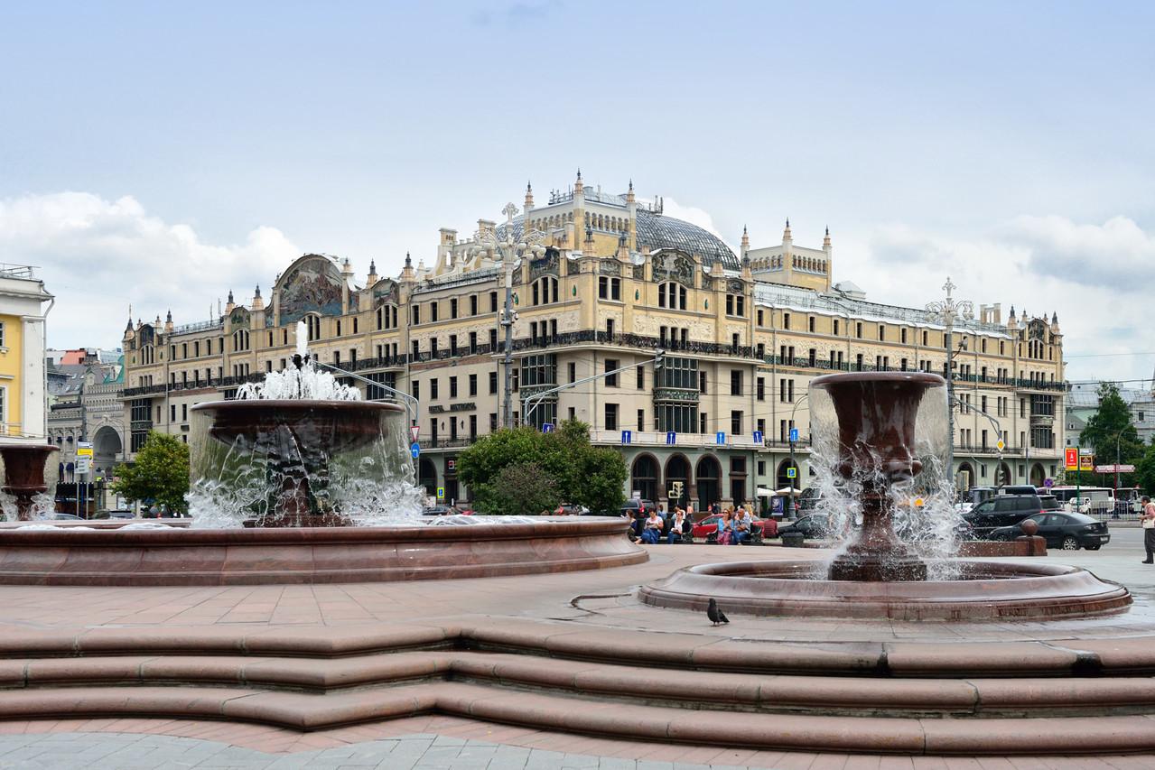 """Вид на гостиницу """"Метрополь"""" с Театральной площади."""