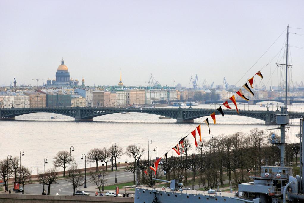 Тро́ицкий мост (с 1918 по 1934 г. — мост Равенства, с 1934 по 1991 г. — Кировский мост)