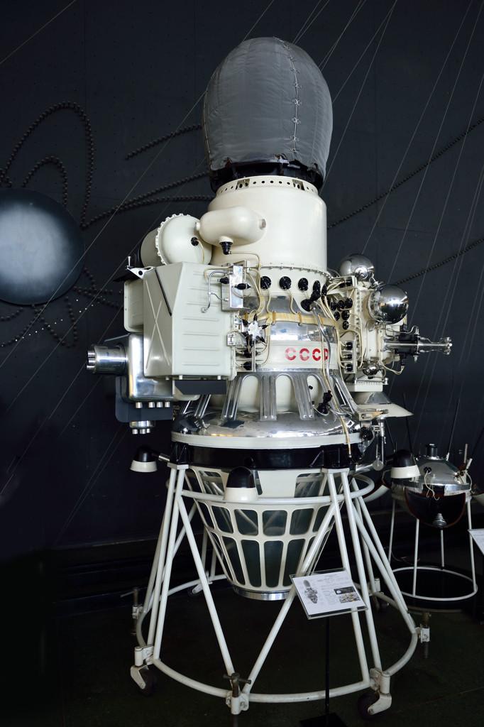 """Автоматическая межпланетная станция """"Луна-9""""."""