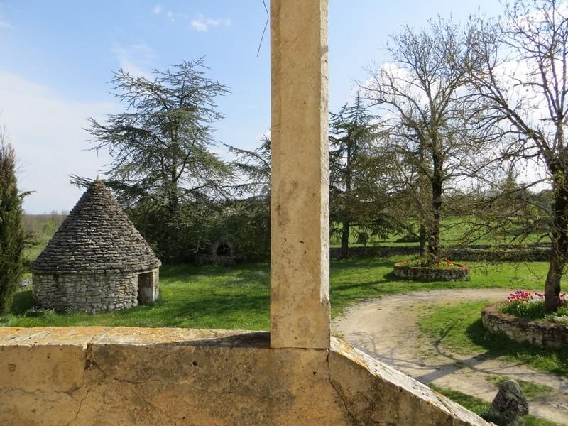 Gariotte vue depuis la terrasse du corps de ferme