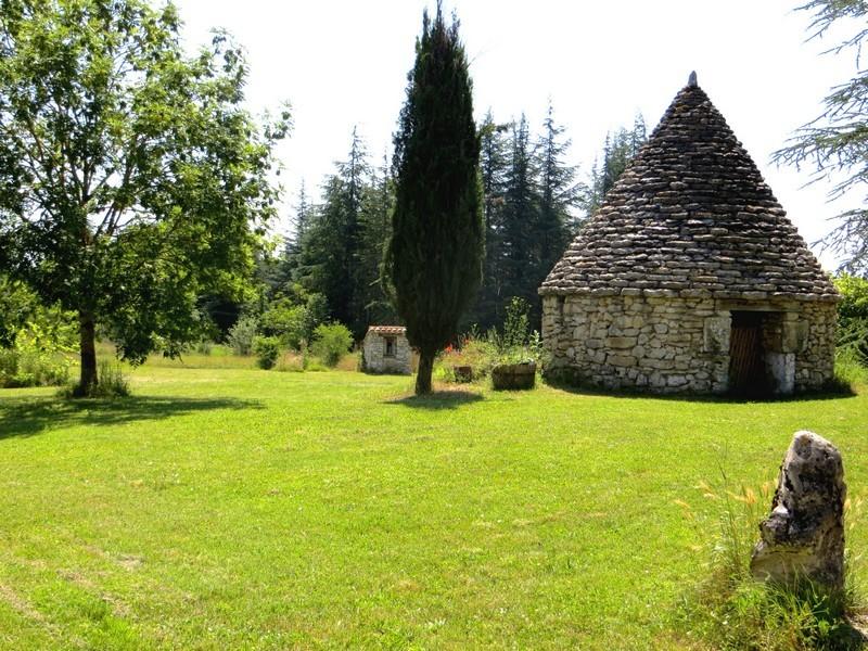 gariotte et puits - gîte Le Mas de La Gariotte