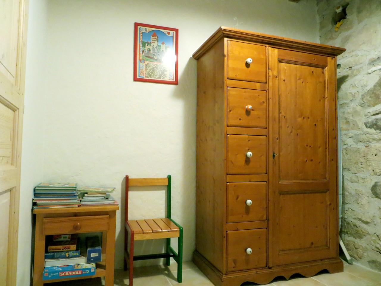 pièce à coucher 2 - 1 armoire de rangement