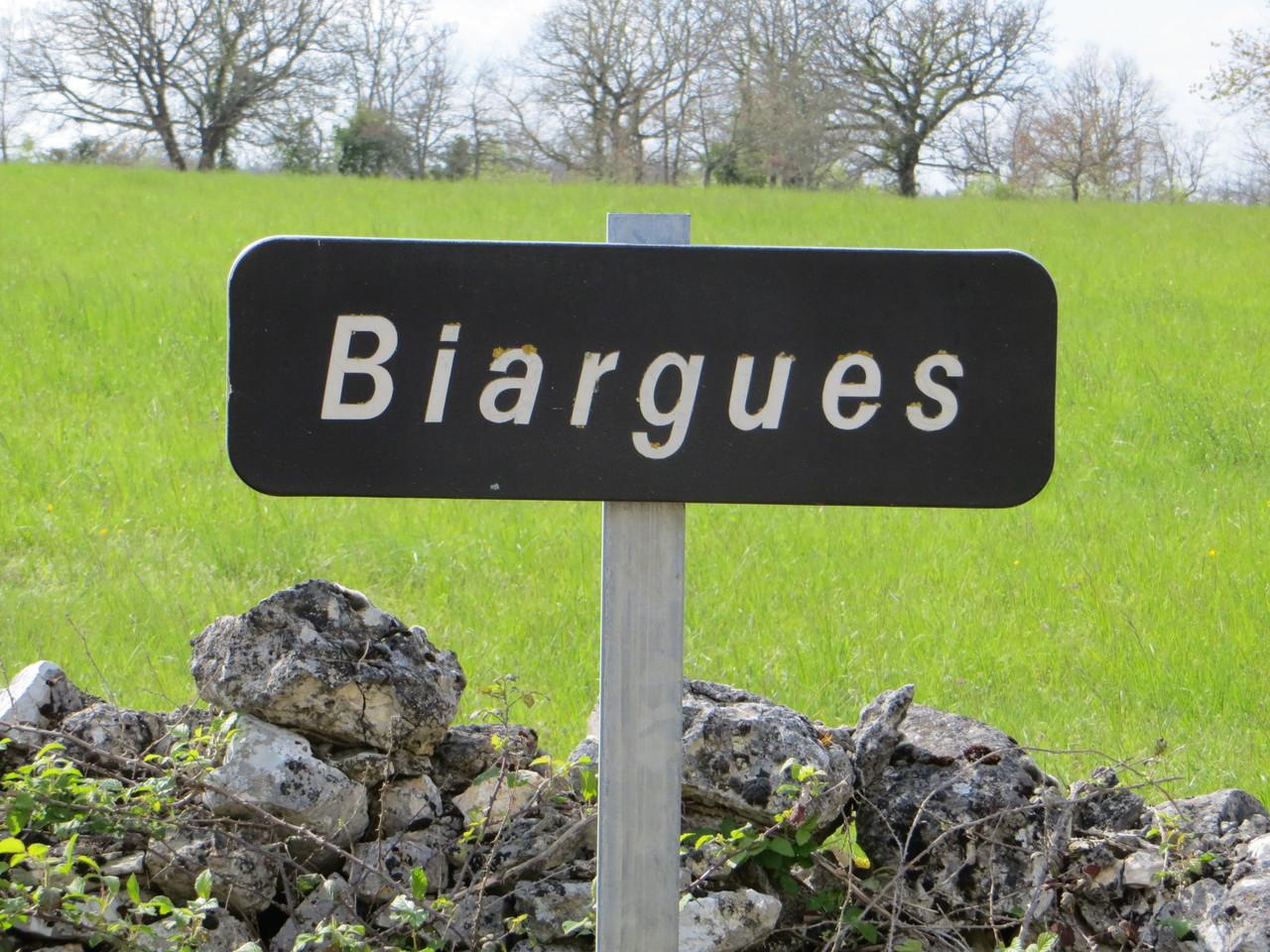 panneau de Biargues derrière la grange - gîte Le Mas de La Gariotte